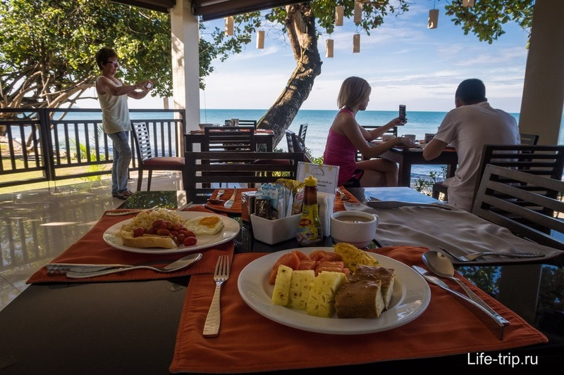 Мой завтрак на берегу моря