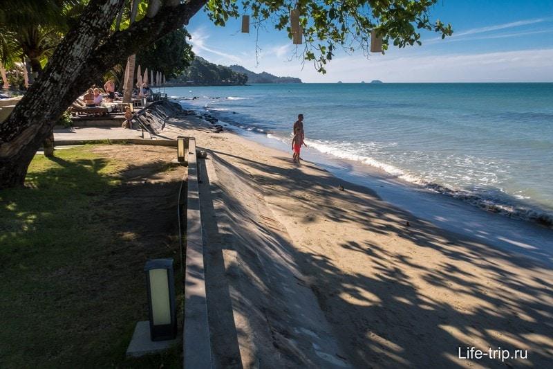 Резорт прям граничит с пляжем