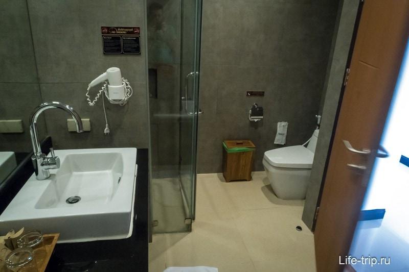Помимо ванны есть и душ