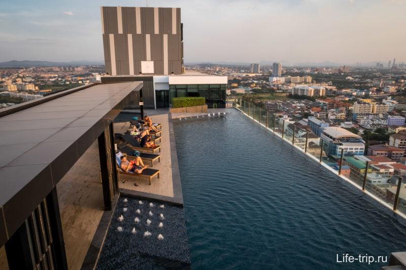 Бассейн на крыше, 31-й этаж