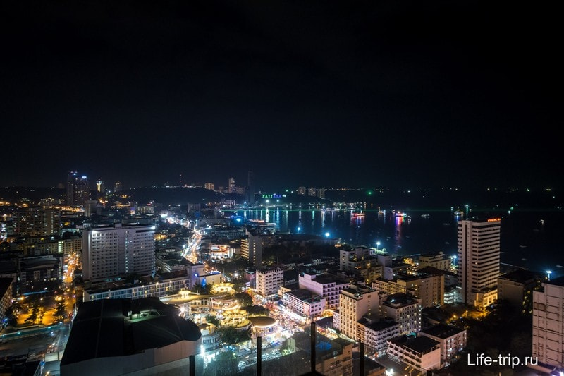 Вид на ночную Паттайю тоже отличный