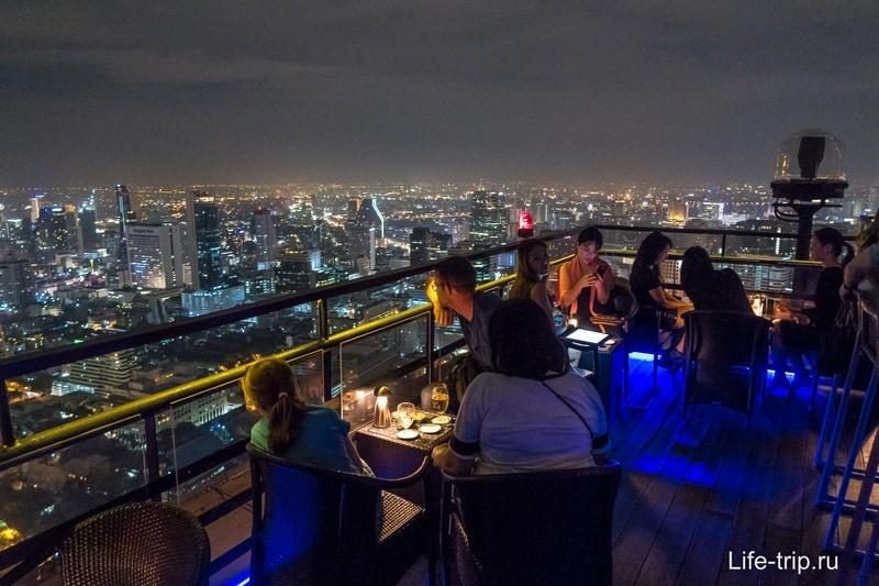 Бар и ресторан Vertigo на крыше отеля Banyan Tree Bangkok - 61 этаж