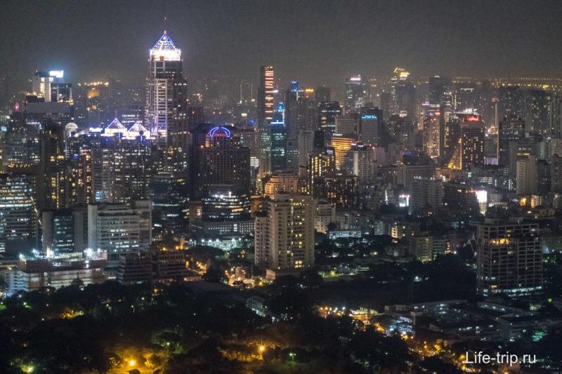 Ночные виды на Бангкок со смотровой площадки бара