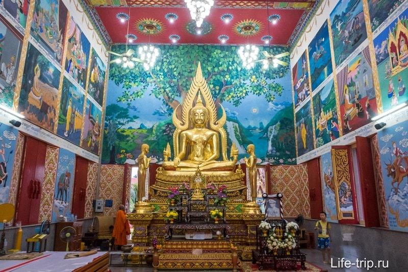 Храм Плай Лэм изнутри, стены украшены картинками из Рамаяны
