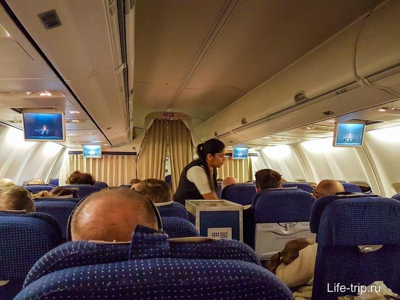 Перелет в тесном салоне самолета Эль Аль