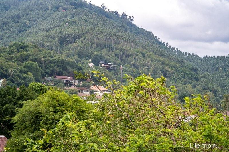 Также отсюда виден популярный Lamai Viewpoint