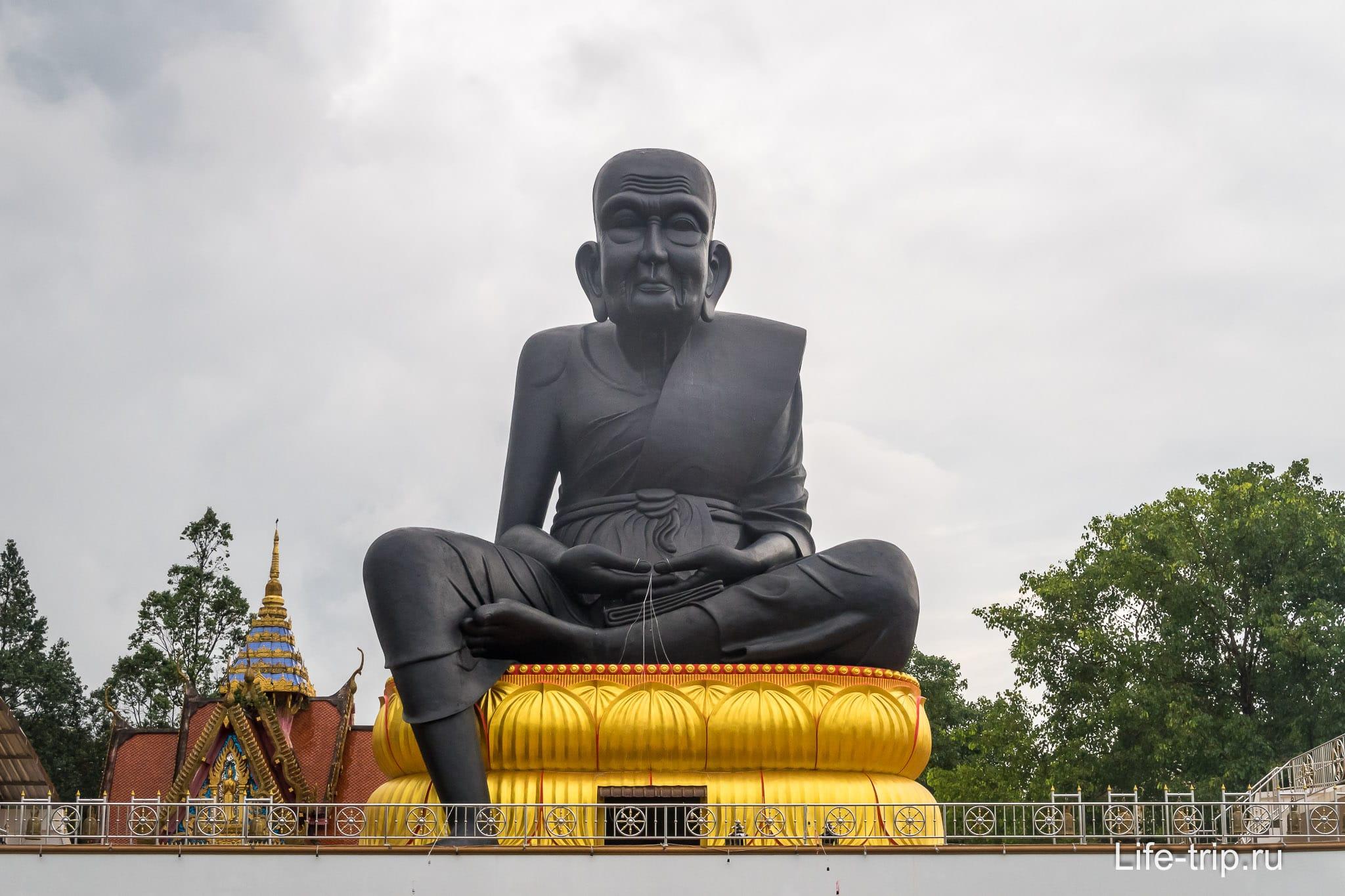 Луанг По - статуя монаха на Самуи