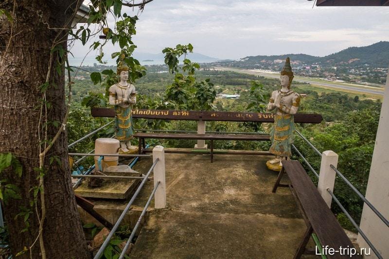 Вид в сторону Банг Рака, видно взлётную полосу