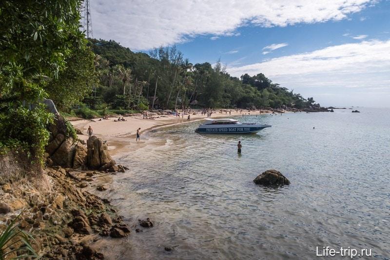 Чтобы пляж полностью попал в кадр, пришлось снимать его не из центра, а с флангов