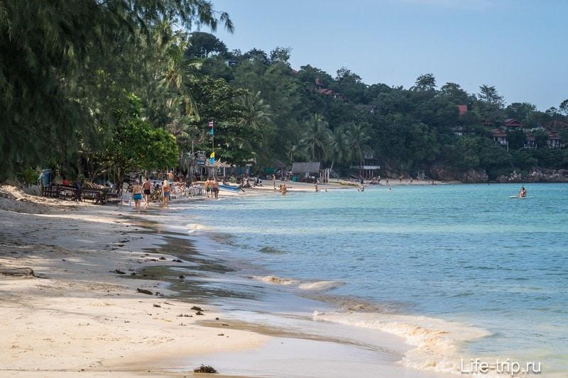 Пляж реально уютный и чистый, не считая водорослей после шторма