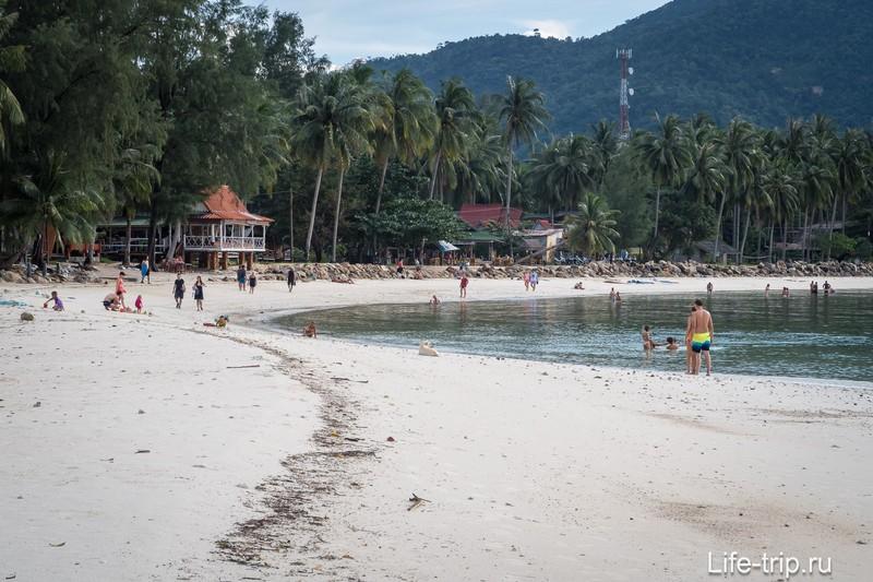 И он же - в зуме, приячем снимал уже не с самой середины, а отошел чуть дальше, чтобы весь пляж захватить