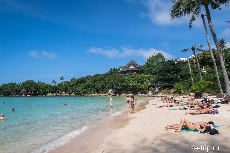 Вид на правую часть пляжа