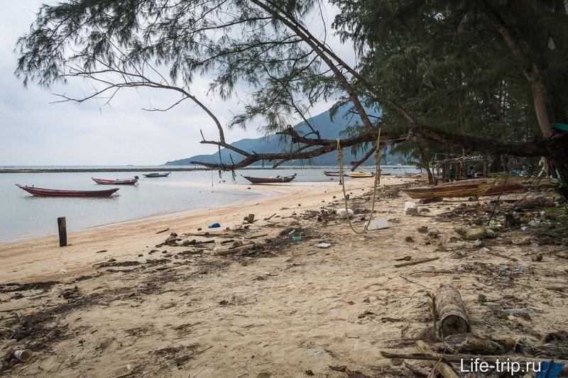 А пляж используют для своих нужд рыбаки