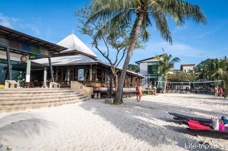 Место, где можно поиграть в пляжный волейбол на Пангане