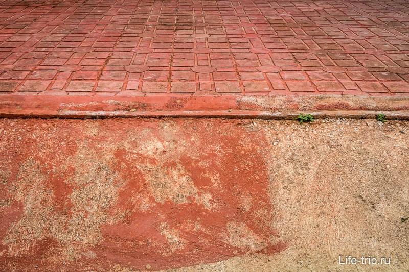 Плитка вокруг храма