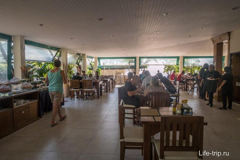 Ресторан почти на берегу моря
