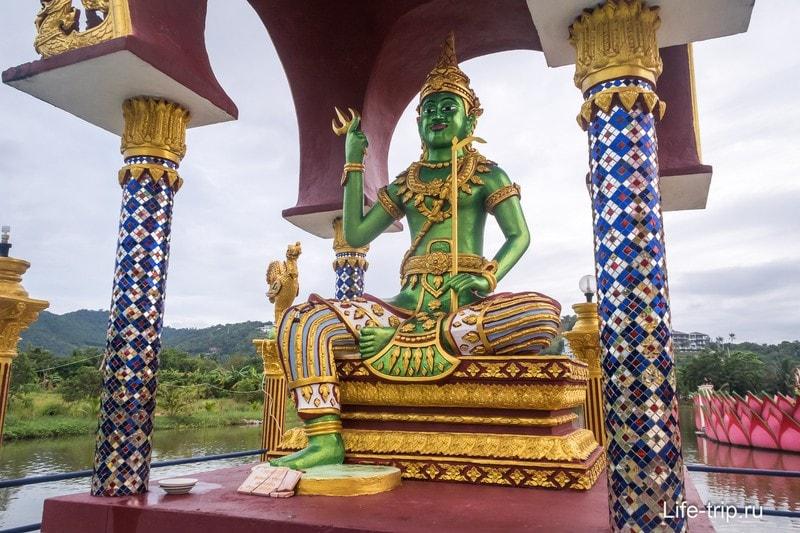 Храмовый комплекс Плай Лаем - туристическое, но очень красивое место