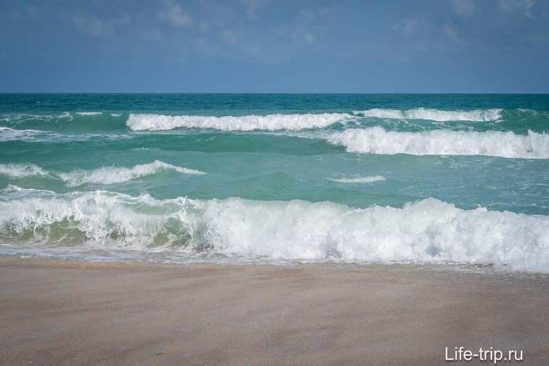 И местами он не такой уж мелкий - посмотрите на волны
