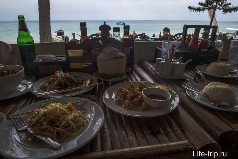 Море, тайская кухня, и мой обед на пляже