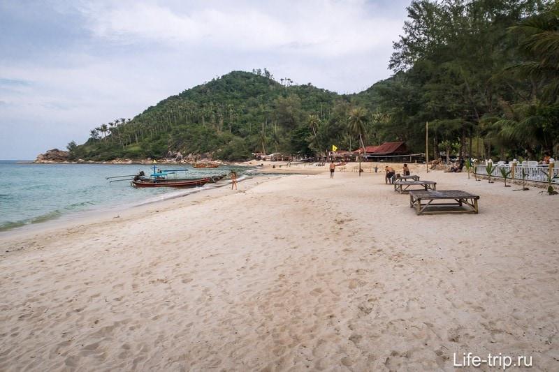 Вид вправо от центра пляжа