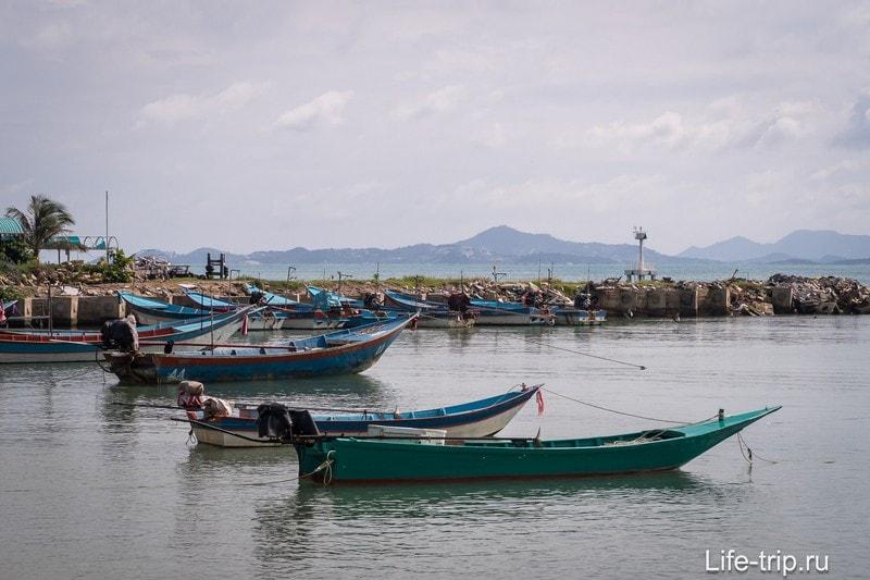 А дальше - искуственно созданная гавань для лодок и катеров около пирса Хаад Рин Най