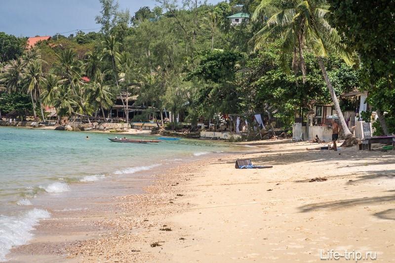 И в приближении - дальний правый фланг пляжа