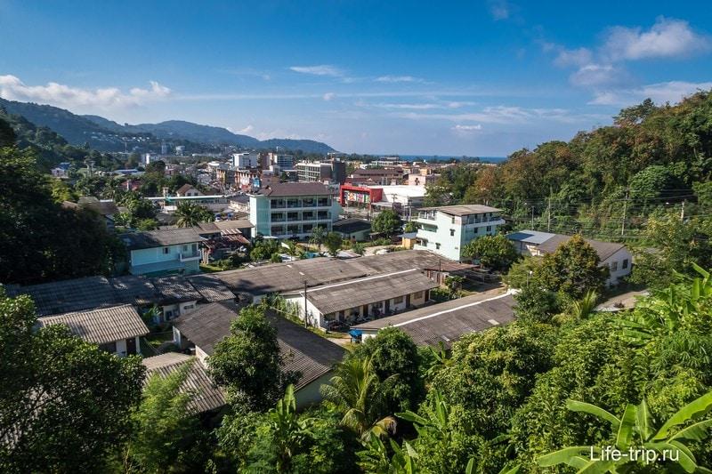Вид на район Ката, красное - супермаркет Makro