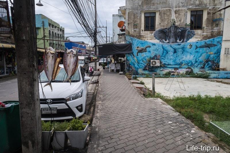 Как ни странно, в Тонг Сала есть тротуары.