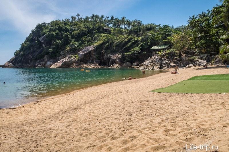 Вид на пляж с левого края