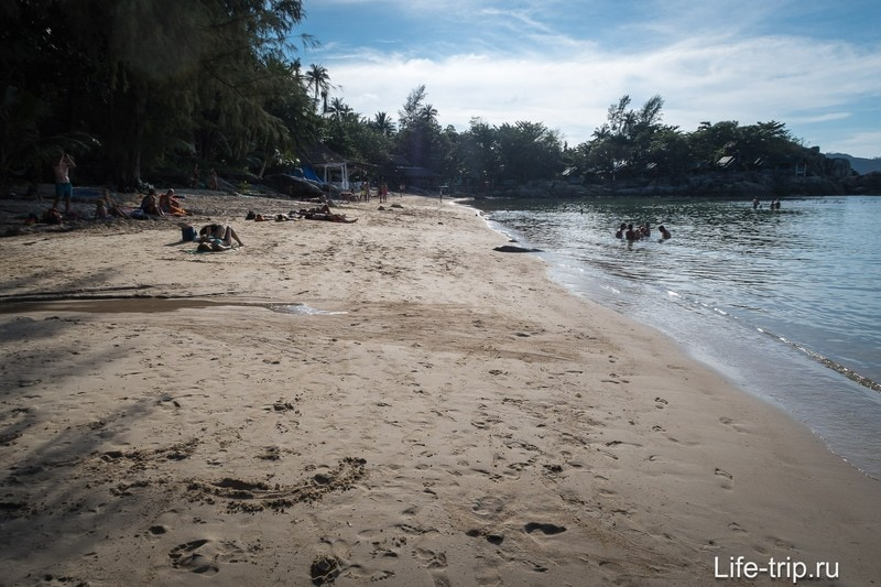 Вид влево от центра пляжа