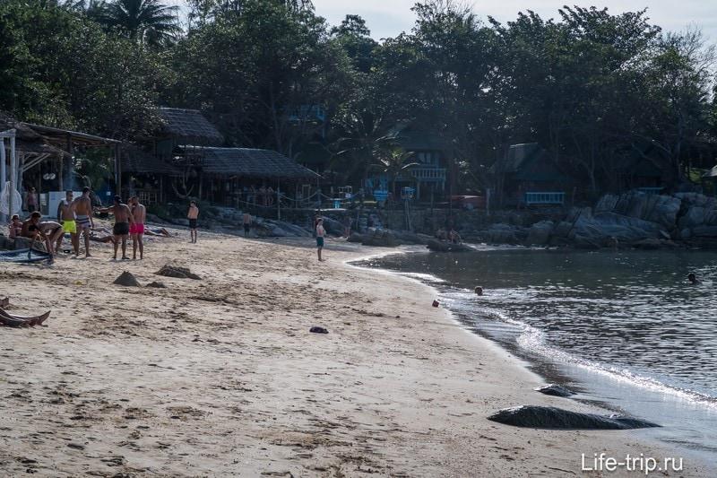 Песок довольно плотный, почти не помят ногами туристов