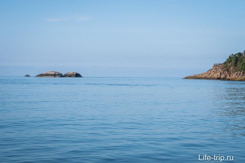 Горизонт на правом краю пляжа