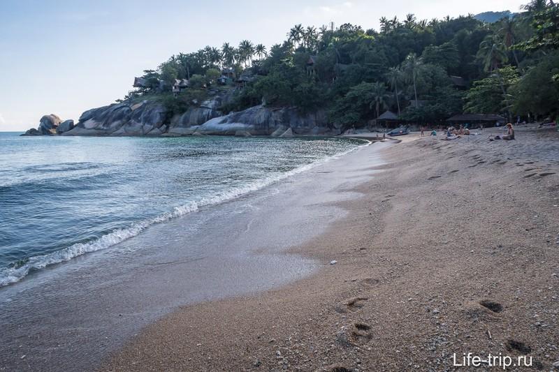 Вид вправо из центра пляжа