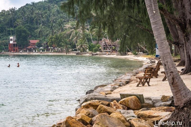 Для гостей резорта оборудован портативный пляжик
