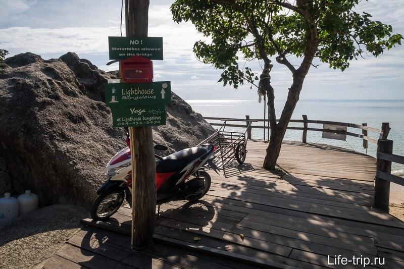 Парковка и начало мостиков на Лила Бич