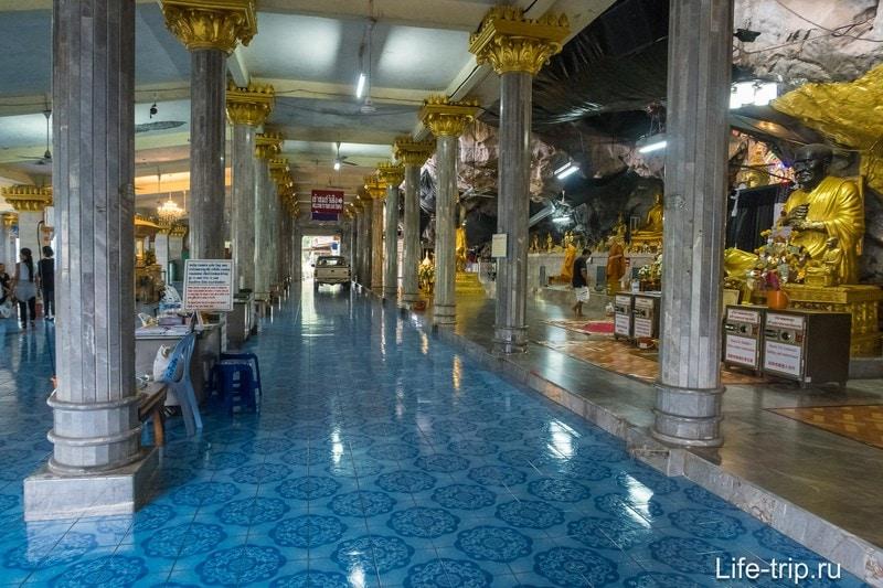 Внутри самого Храма Пещеры Тигра