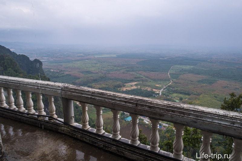 Вид с пагоды Храма Тигра - потрясающий, но это еще не самый верх.