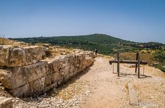 Развалины пещерного города