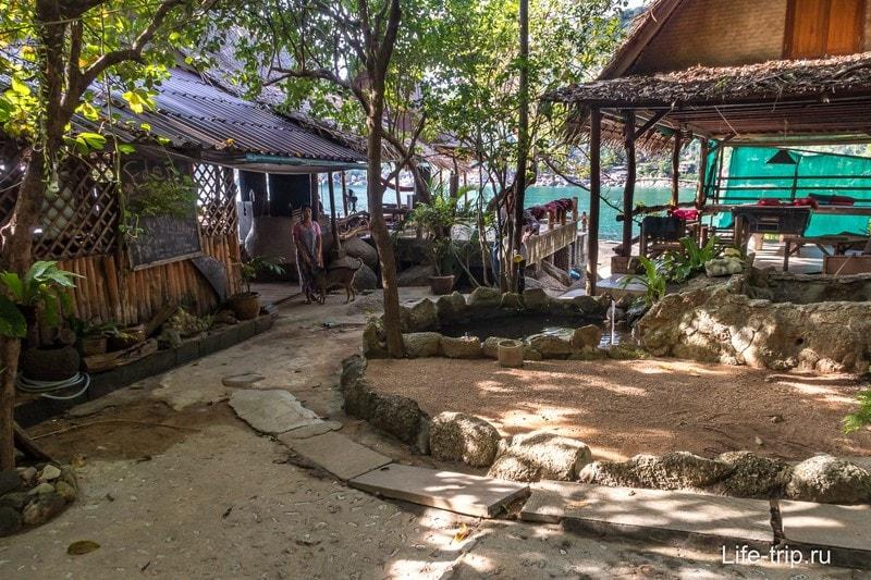 Eden Bar, Бар Иден на пляже Хаад Юань