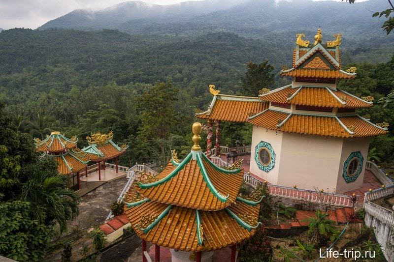 Китайский храм на Пангане - храмовый комплекс с кучей богов