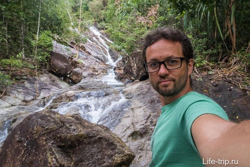 Стою у водопада Phaeng Yai