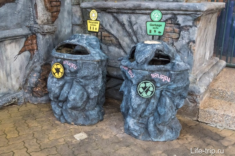 Даже мусорки необычные, и их стилизовали