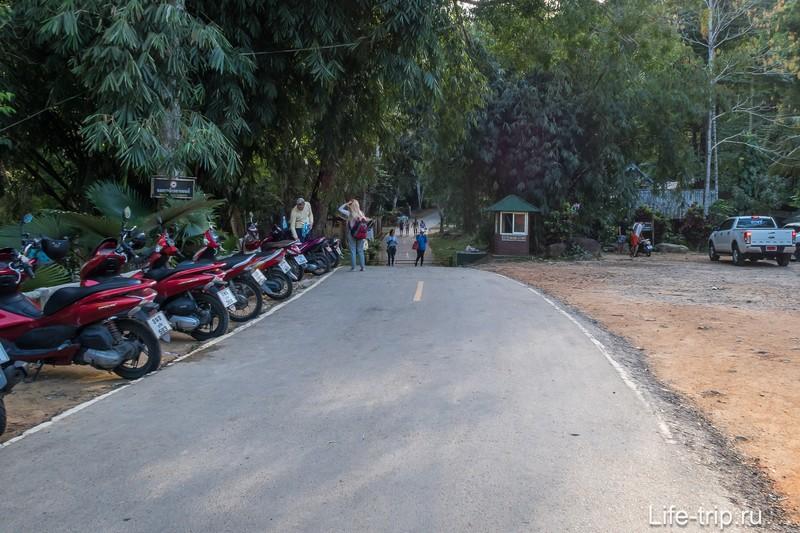 Парковка перед билетной будкой