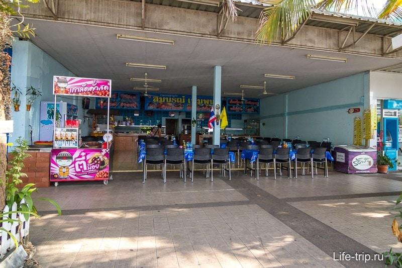 На крупных есть еще тайский фудкорт