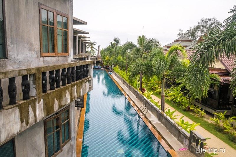 Вид с балкона - справа Haad Yao Bungalows