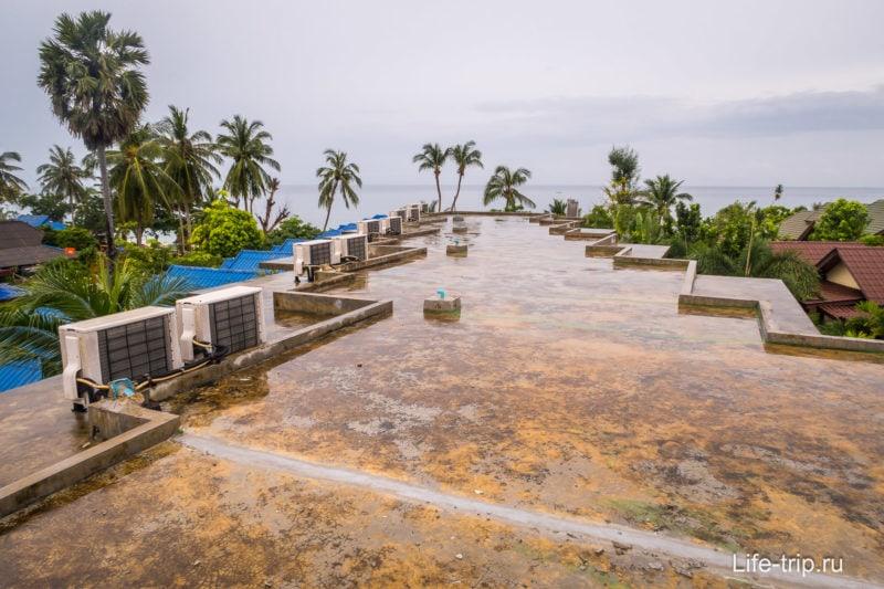 Вид с крыши в сторону моря
