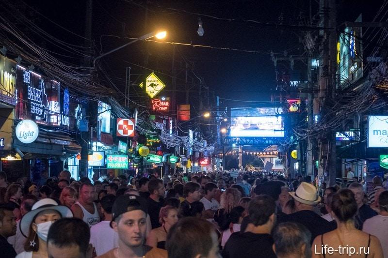 Ночью Walking Street преображается