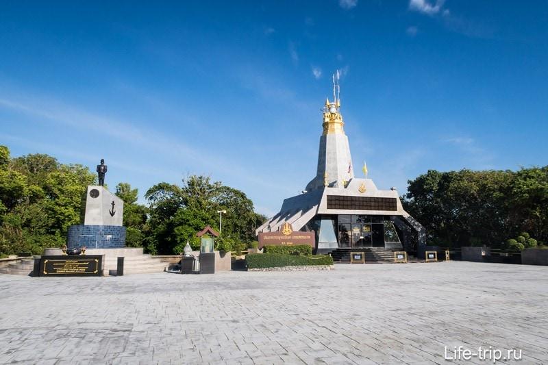 Монумент Кром Луанг Чумпхон  на Пхукете