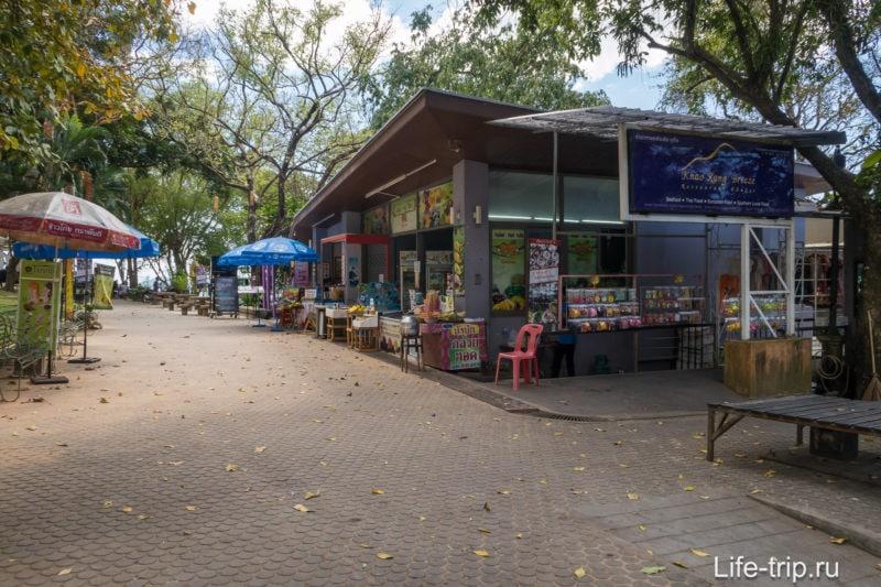 Торговая улочка от парковки к смотровой площадке