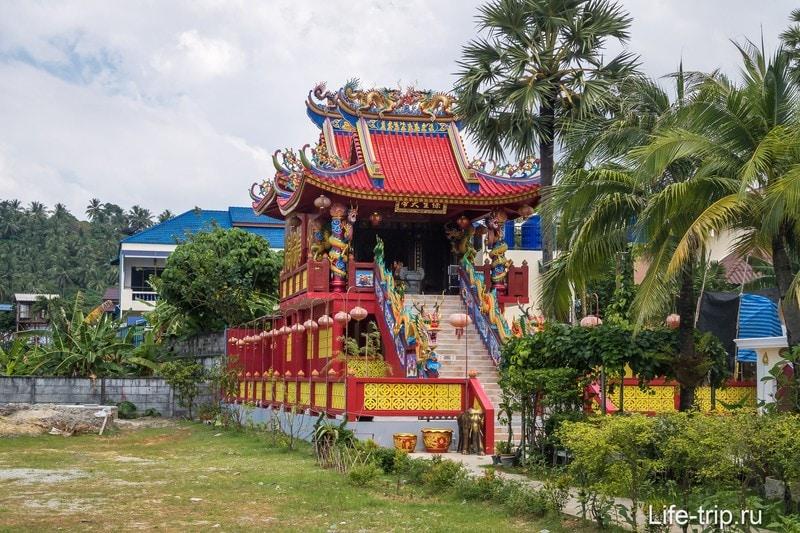 Китайский храм на пляже Ката